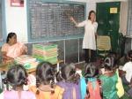 A US volunteer of GOSON teaches English